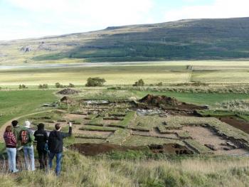 Skriðuklaustur - making history (2:4)