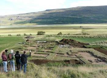Skriðuklaustur - making history (2:2)